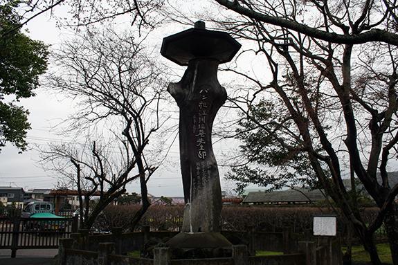 静岡県韮山町 旧江川邸に建っているパン祖の石碑