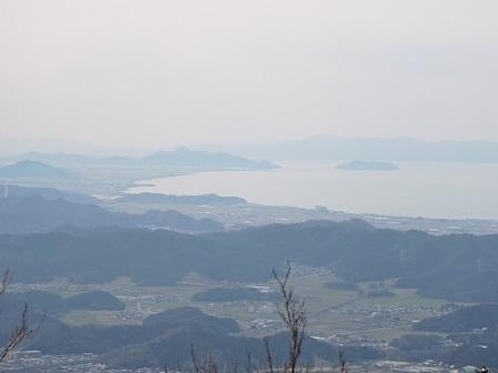 078本堂跡から琵琶湖を望む