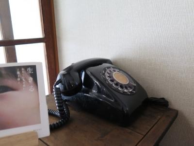 控え室 黒電話