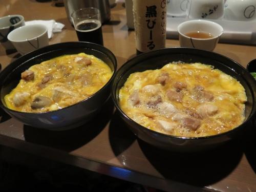 元祖親子丼と白レバ入り親子丼