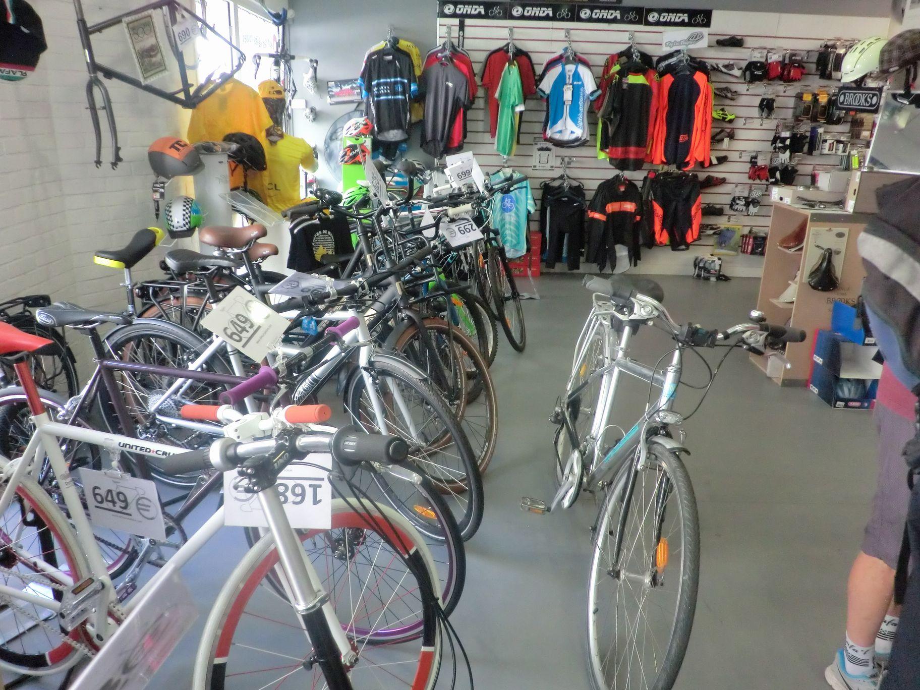 自転車屋さんの中