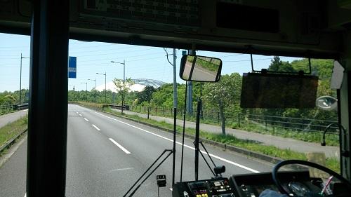 バスから望むスタジアム