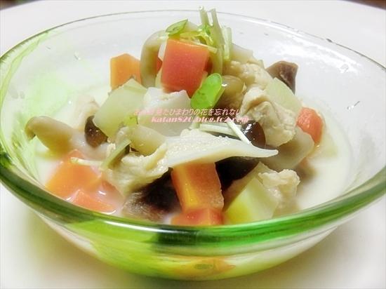 鶏肉と根菜の豆乳スープ♪