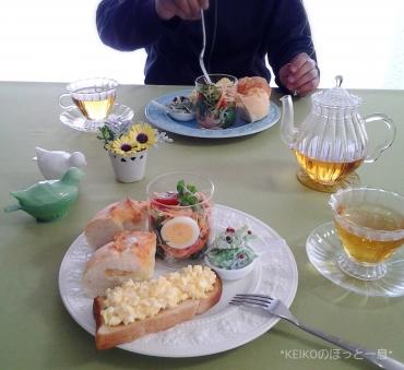 美味しい紅茶とグラスサラダのせワンプレート4