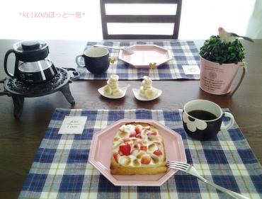 苺のせマシュマロバタートースト
