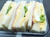 サンドイッチ中