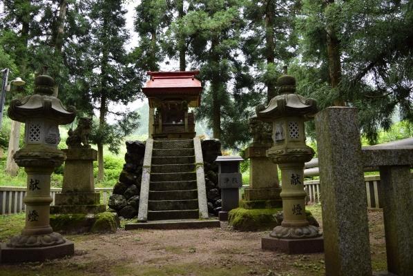 水面に浮かぶ雲 夜叉龍神社