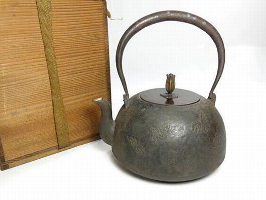 人間国宝 角谷一圭 銀象嵌 蝶紋様 鉄瓶