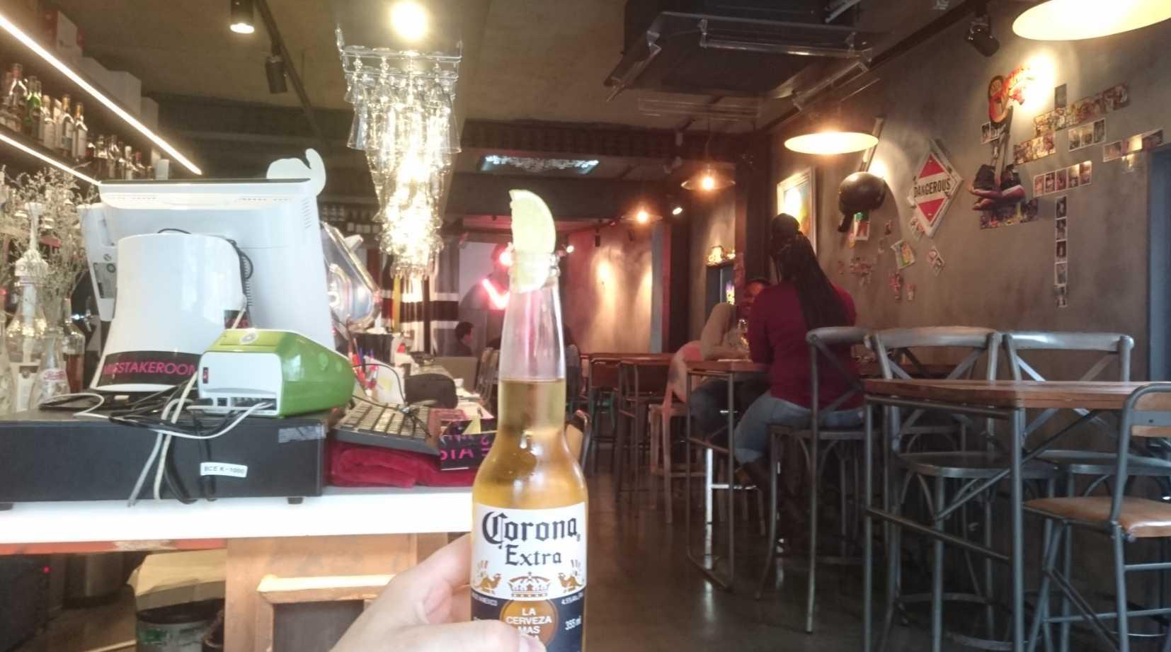 22、昼のカフェ