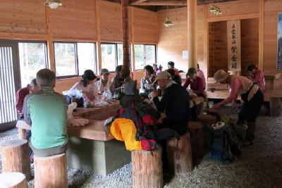 地蔵茶屋休憩所で昼食