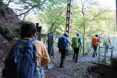 34.吊り橋へ_1