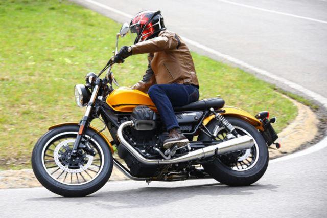Moto-Guzzi-V9-Roamer-2839-590x393.jpg