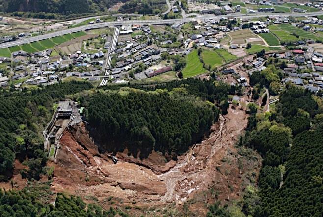 4月16日 時事 崩落した黒川第1発電所の施設