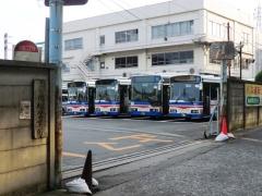 川崎鶴見臨港バス浜川崎営業所正面出入口