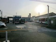 川崎鶴見臨港バス浜川崎営業所脇出入口