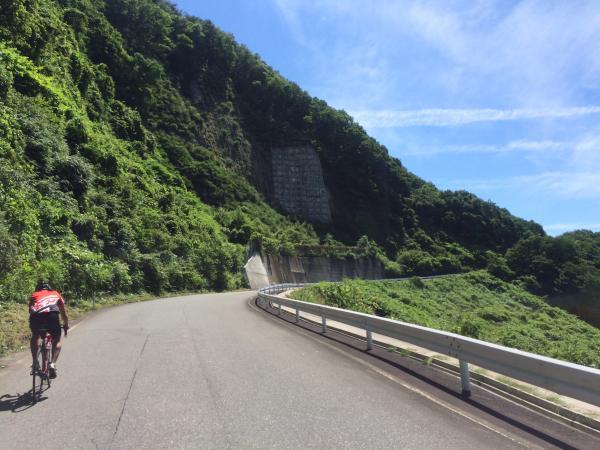 衣川ダム手前から右折