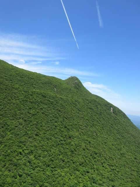IMG3312JPG天狗岩と飛行機雲