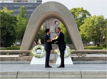 01 350 abe and obama in Hiroshima