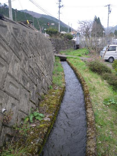 我が家前の用水