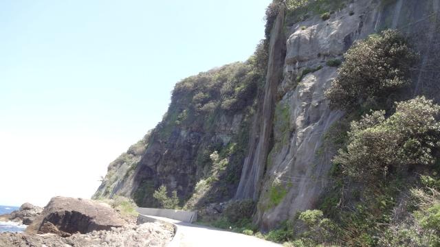 崖下海岸線