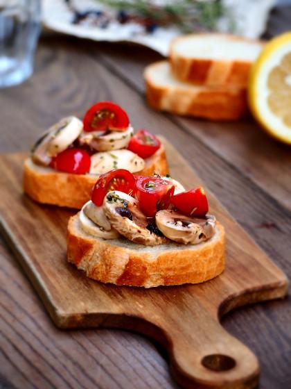 tomato_mushroom_bruschetta.jpg
