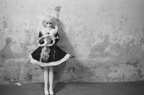 PARABOX、27cmノーマルボディ、フェアリーヘッド、メイクカスタム、エルフの女の子。シスター服に着替えて、撮影会に連れて行き、フィルム一眼レフカメラで撮影しました