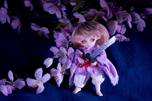 オビツ11ボディ、PARABOXプチフェアリーヘッドをカスタムして作った鬼っ子の朱鷺丸にキャンドゥのウッドクラフトの日本刀を持たせたら、まるでノコギリでした