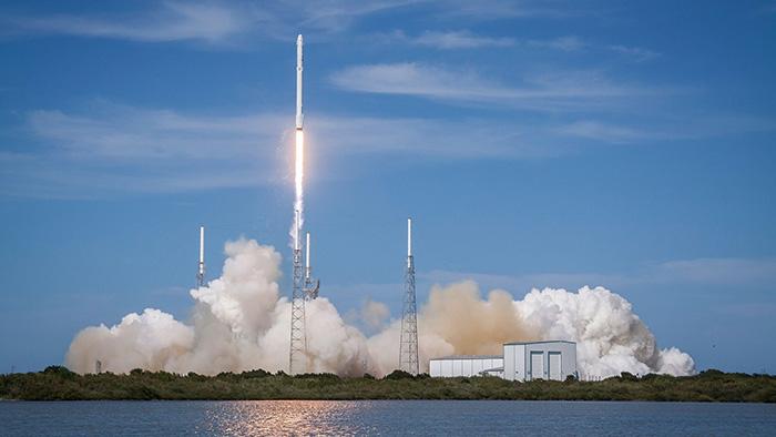 【宇宙】イーロン・マスク氏率いるスペースX、ロケット洋上着陸に初成功