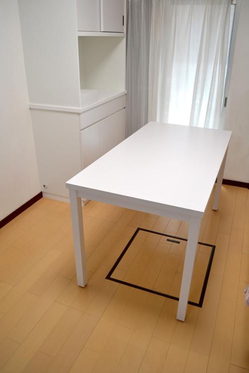 食器棚と同じ材料で作ったテーブル