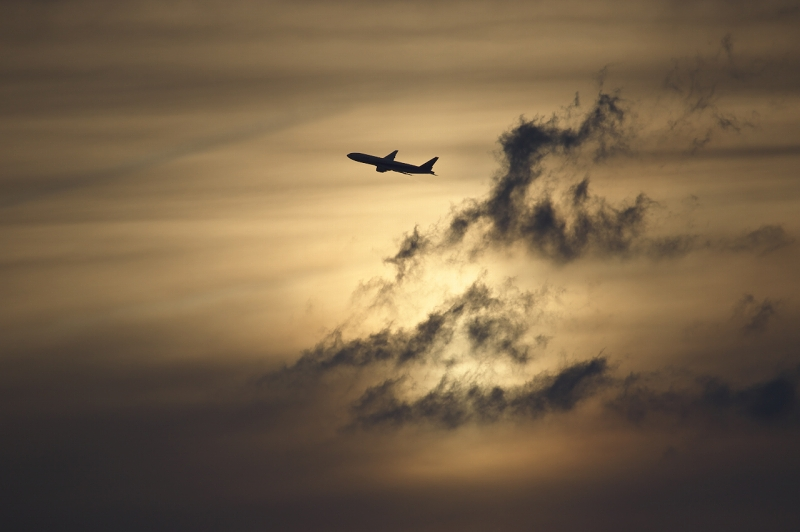 千里川堤防 夕焼け 飛行機
