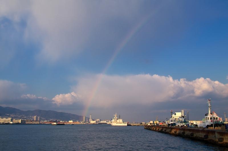神戸港 虹