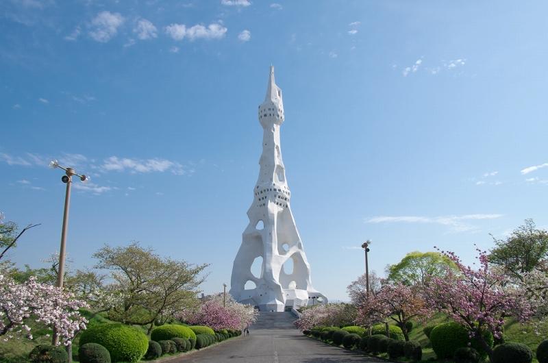 PLの塔と八重桜