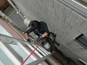 狭い、梯子作業、エアコン工事