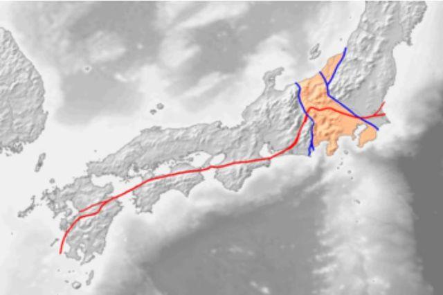 関東から九州へ西南日本を縦断する大断層系が中央構造線