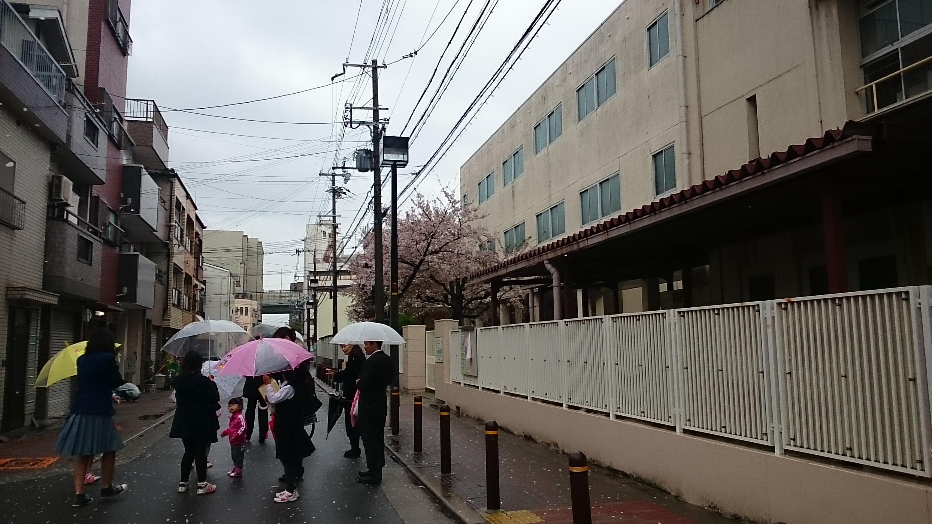 学校の前の道路