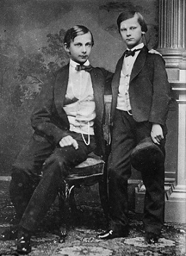 Ludwig_and_younger_brother_Otto.jpg