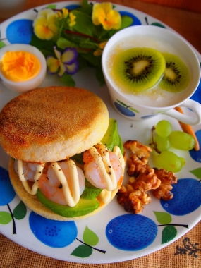 shrimp&avocado sandwich