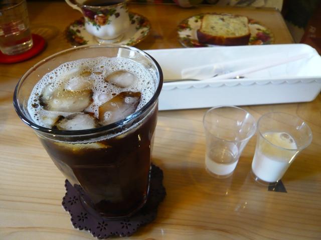 anna:アイスコーヒー、ホット珈琲、バナナケーキ