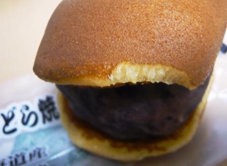 菓匠泉寿庵:びっくりどら焼き;チャキかじり