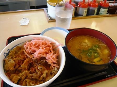 松屋:牛丼、豚汁、温泉卵セット