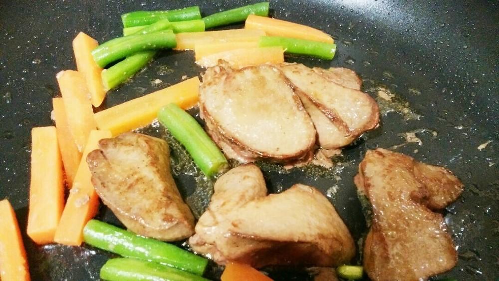 鶏レバーソテーの作り方1
