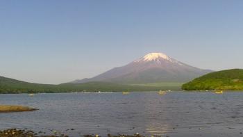 朝の山中湖畔散歩で