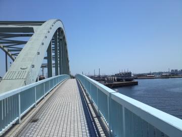 橋の向こうのアメリカ