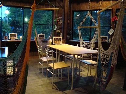 ハンモックカフェ店内夜