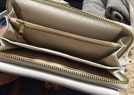ショルダー式の財布です