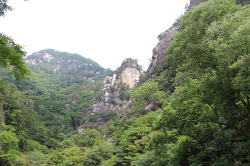 金渓館 からの眺め 覚円峰 (4)