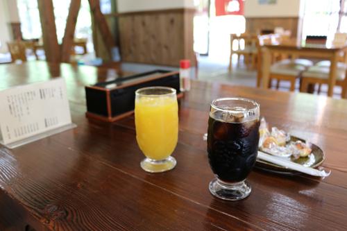 渓水館 オレンジジュースとアイスコーヒー