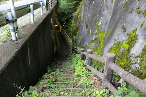 板敷渓谷 最初の階段