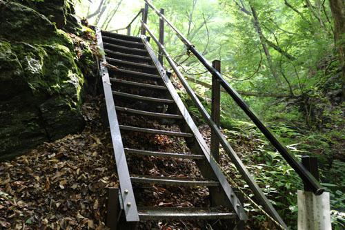 板敷渓谷  2つ目の階段