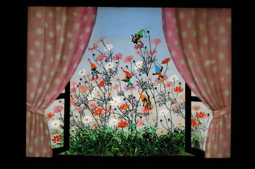 影絵の森美術館  第1展示室(藤城清治展) コスモスと小人
